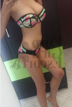 Charlottine escort in Rochester MI